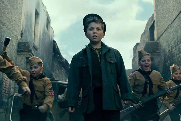 Los niños fueron enviados a combatir en el frente en la batalla de Berlín, contra el ejército rojo, como lo recrea la película Jojo Rabbit