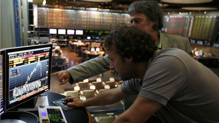 Dólar hoy. El blue operó estable y se recuperaron las acciones de empresas argentinas
