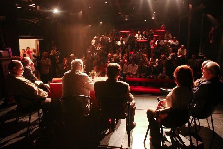Día del Teatro: entre reclamos y una tímida vuelta a la actividad