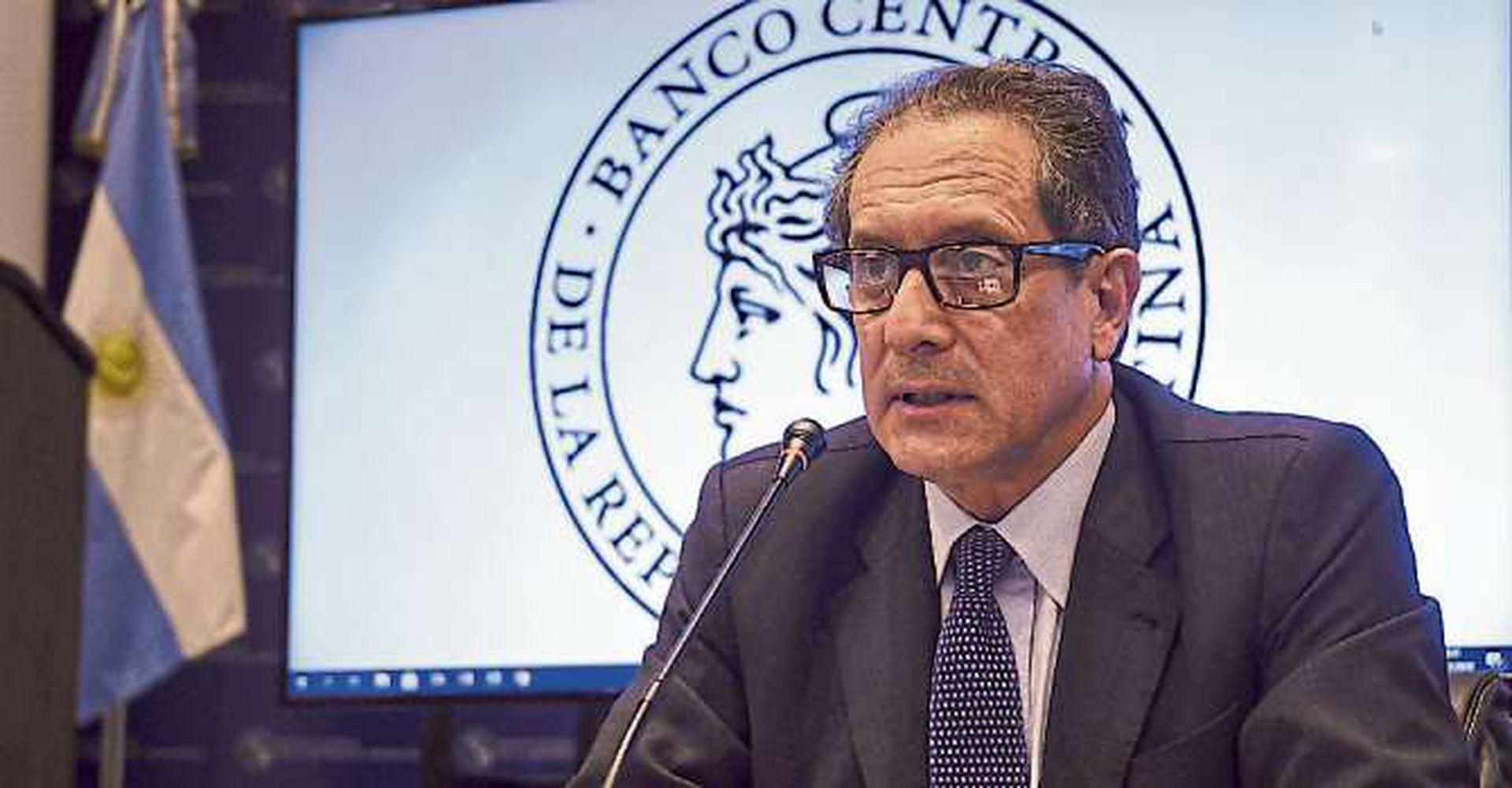 Una medida del organismo que conduce Miguel Ángel Pesce generó rechazo entre los tenedores de criptomonedas
