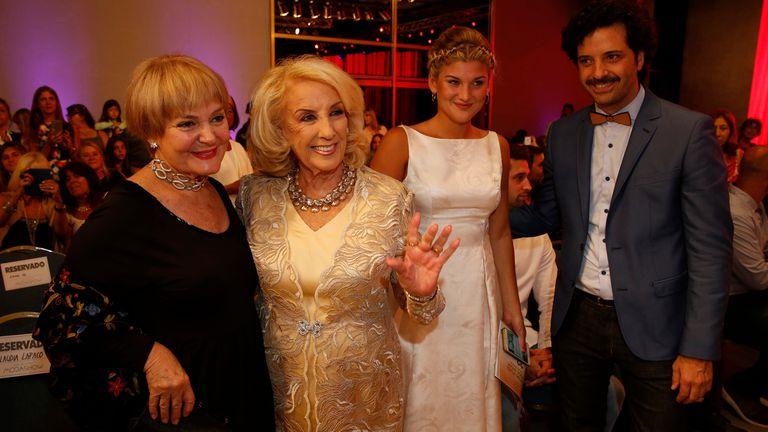 Mirtha Legrand junto a Claudia Lapacó durante el evento