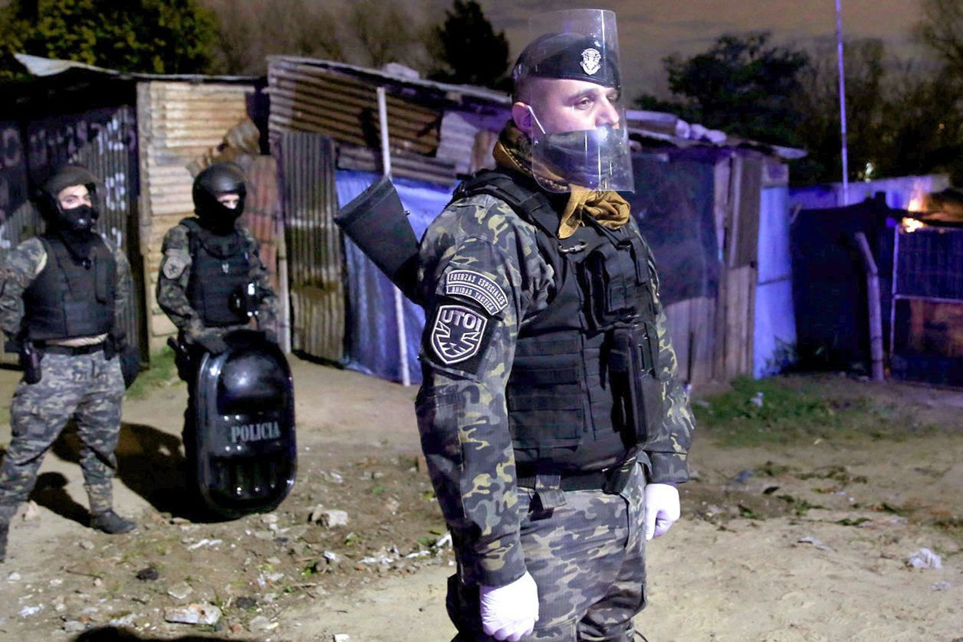 La policía bloqueó los accesos a Villa Azul