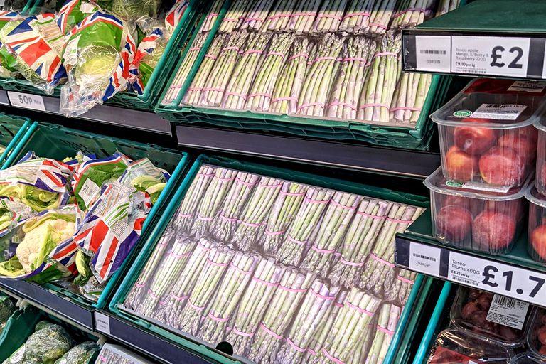 Reino Unido: la curiosa medida que adoptaron los supermercados por la escasez de algunos productos