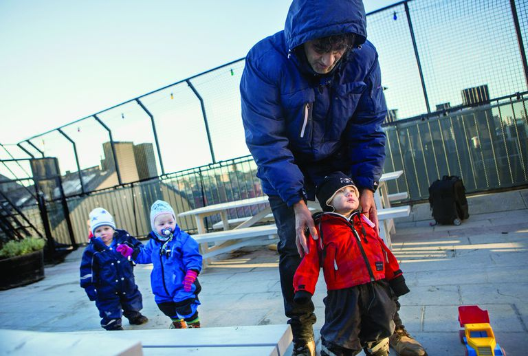En 1998, el gobierno sueco elaboró la política para los jardines de infantes, que establece trabajar en contra de los estereotipos