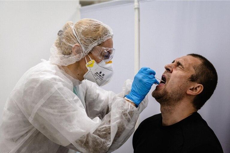 Después de haber derrotado aparentemente el virus, muchas personas siguen presentando síntomas varios meses después