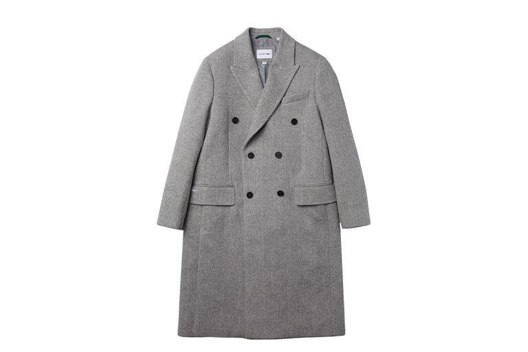 Lacoste ofrece un sobretodo, abrigo masculino por excelencia.