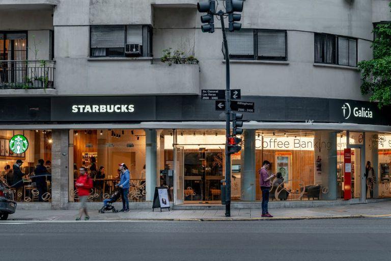En Las Heras 2996, uno de los locales que la cadena de cafeterías cerrará en el país