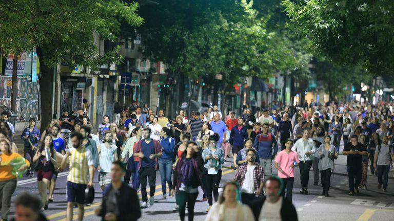 Durante la noche hubo protestas, concentraciones, cacerolazos y bocinazos en varios puntos de la ciudad