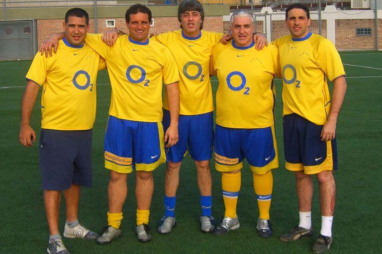 Mazzaro (el primero de la izquierda), Di Zeo (en el centro) y Martín (el último a la derecha) en el predio de Casa Amarilla