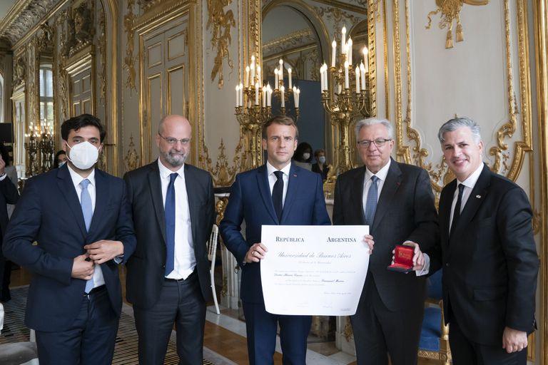 El rector de la UBA se reunió en París con el presidente Emmanuel Macron