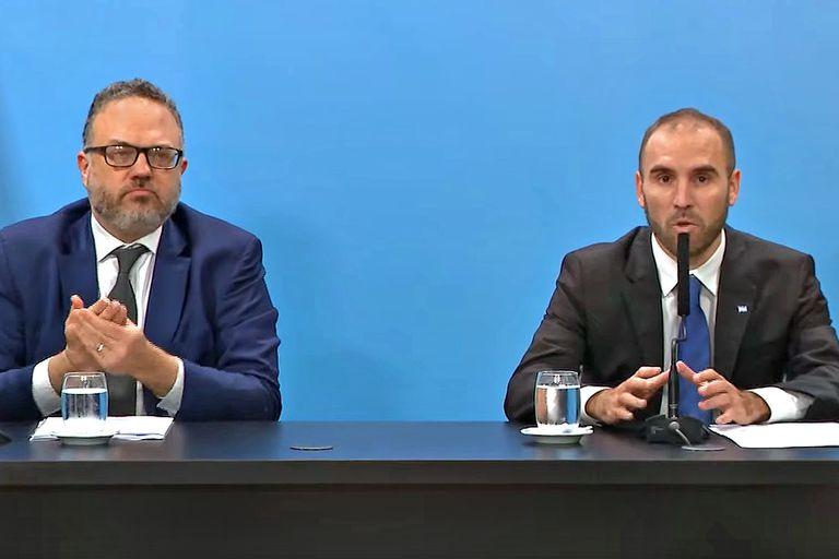 Matías Kulfas, ministro de Desarrollo Productivo, y Martín Guzmán, ministro de Economía; ambos anunciaron medidas paliativas para sectores de menores ingresos