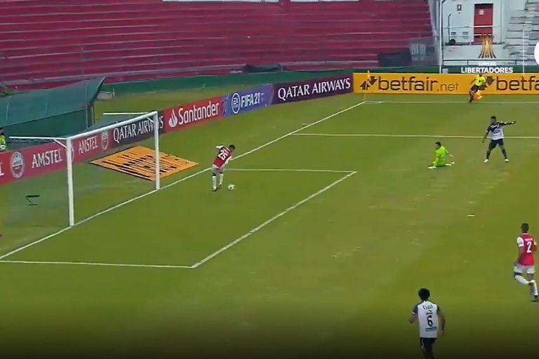 Milagroso: los goles insólitos que erró Junior y dejaron a River en la Copa
