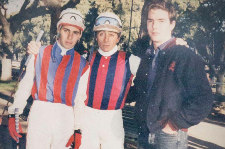 Adrián, a la izquierda, con Jorge Valdivieso y Gonzalo Pascual; la chaquetilla de Santa María de Araras