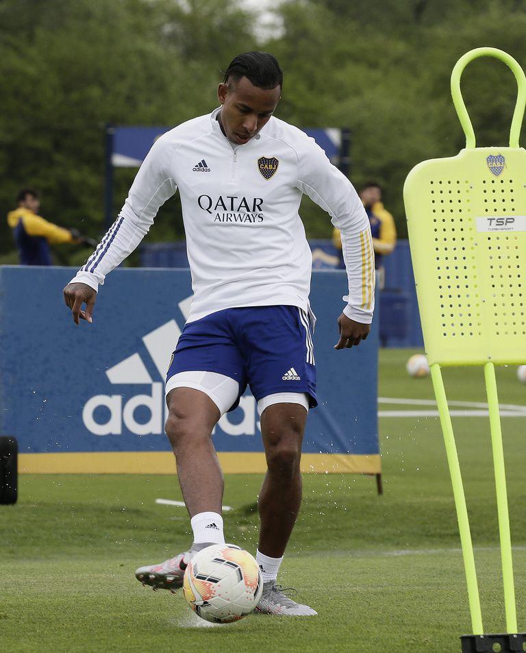 A disposición: Sebastian Villa aceptó volver a entrenarse en el club xeneize