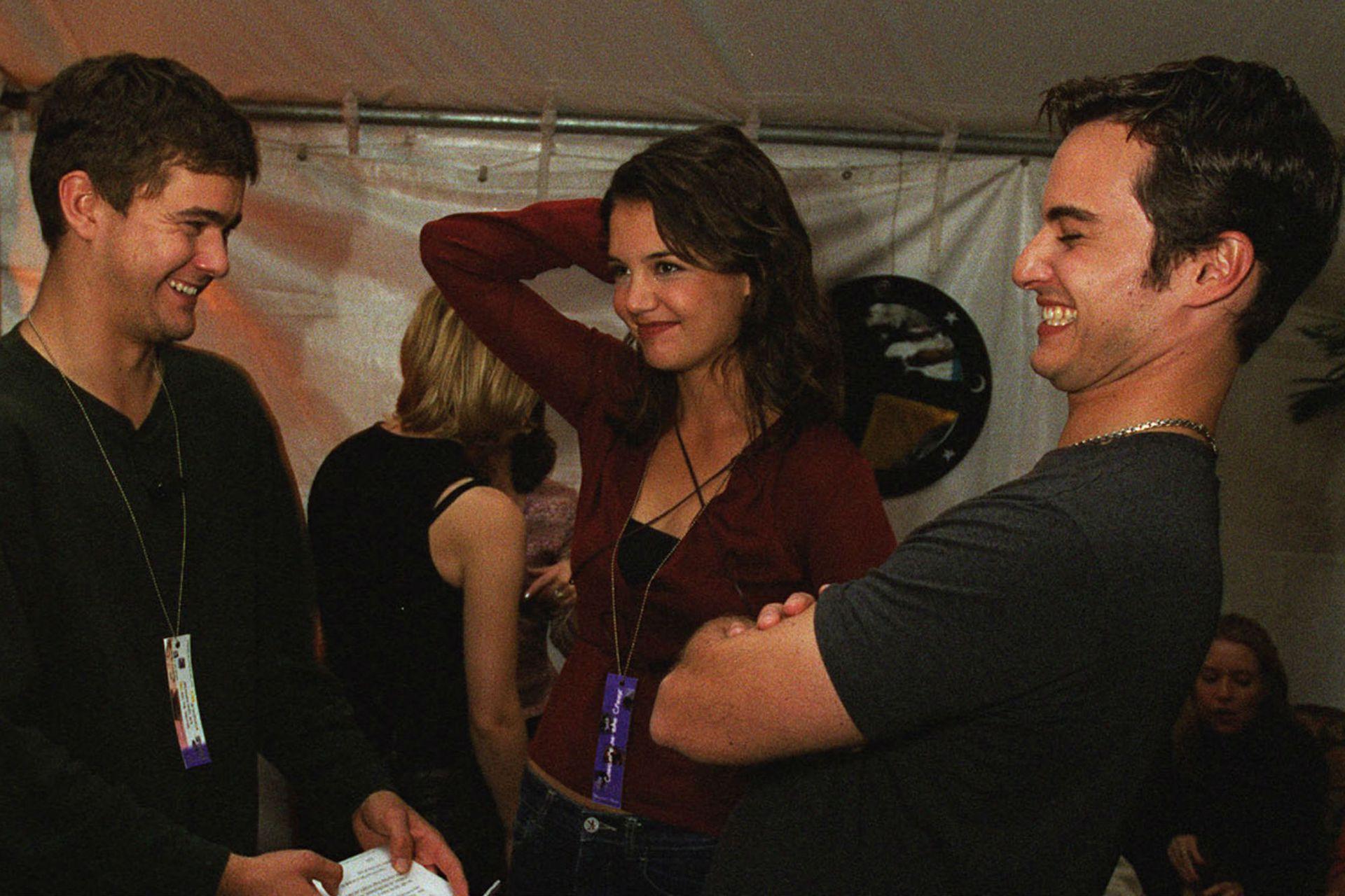 Kerr Smith junto a Joshua Jackson y Katie Holmes en las instancias finales de la serie