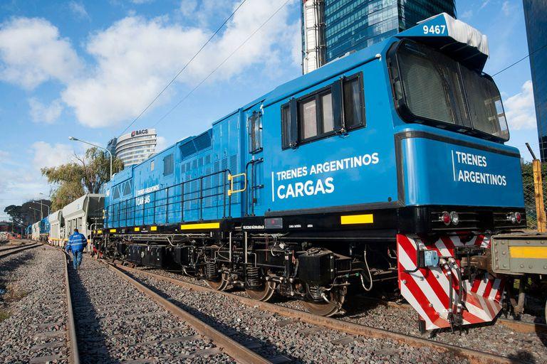 Cómo son las nuevas locomotoras chinas del tren San Martín Cargas