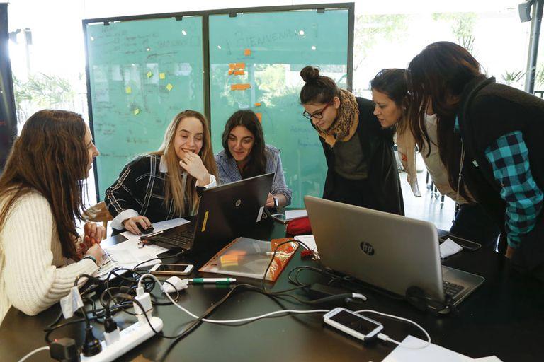 El objetivo de las PUMM es que las chicas aprendan a programar y se empoderen.