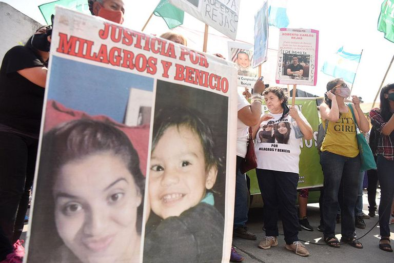 Amalia, madre de Milagros Avellaneda, en la protesta por la fuga del exguardiacárcel Roberto Rejas, condenado por el femicidio de la joven y el homicidio de su hijo, Benicio