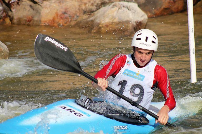 """Lucas Rossi: el """"pintor"""" del kayak que se considera mal deportista"""
