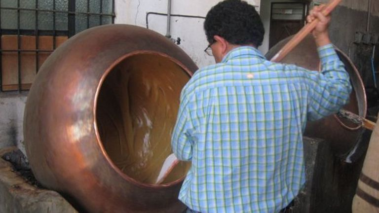 En varios sitios, el dulce de leche se prepara de forma artesanal