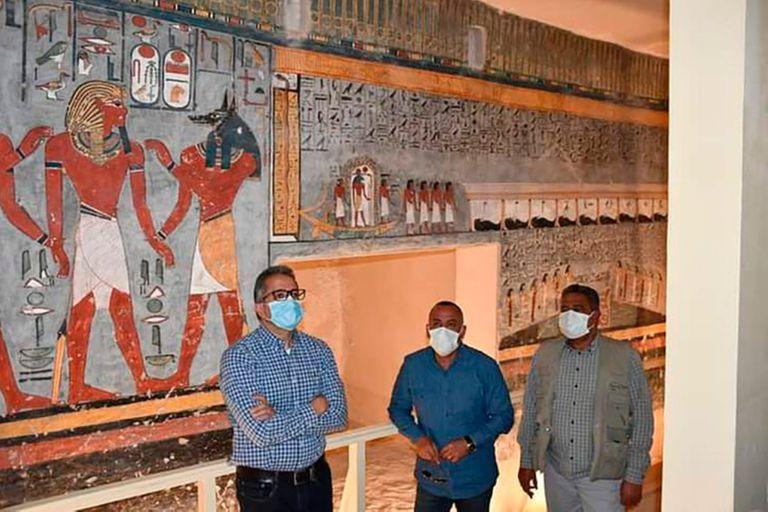 La rehabilitación del espacio funerario, excavado en la misma roca, consistió en la eliminación de los excrementos de pájaros y murciélagos de las paredes, así como la limpieza del hollín y la restauración de los murales