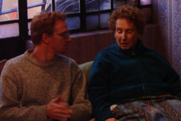 Ellen Wolf junto a Claudio Tolcachir en pleno ensayo de La omisión de la familia Coleman, ese montaje que nunca se cansó de apoderarse de la ovación de públicos de todos los países imaginables