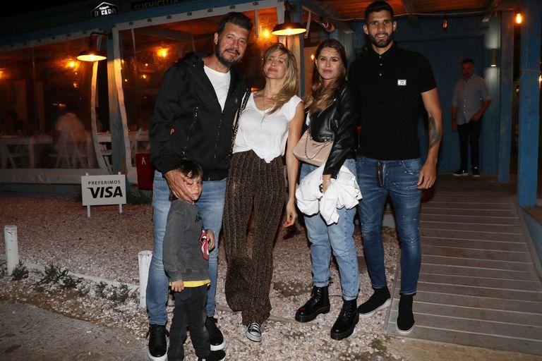 Lolo, Marcelo, Guillermina, Micaela y su novio Licha López, en una cena cálida y familiar