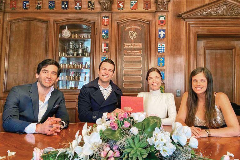 Junto a los testigos, sus amigos Mary Emmet e Ignacio Soler Obejero