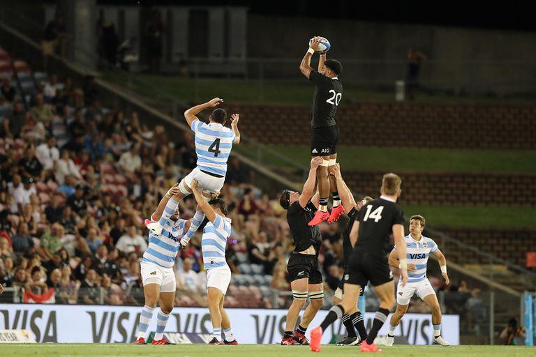 Una coreografía perfecta: el line-out neozelandés fue eficaz.