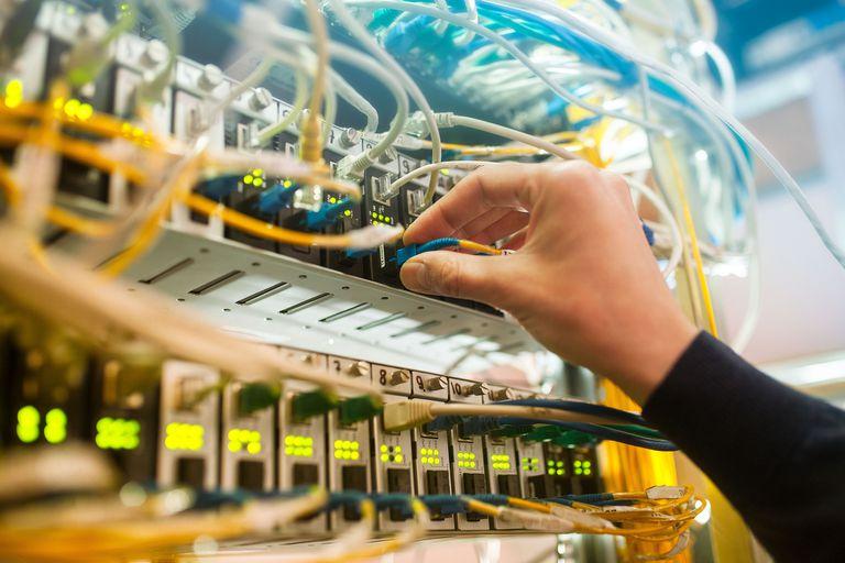 Durante el fin de semana se incremento un 25 por ciento el tráfico de Internet en la Argentina; aunque la infraestructura está preparada para la demanda, las compañías recomiendan un consumo responsable del acceso online