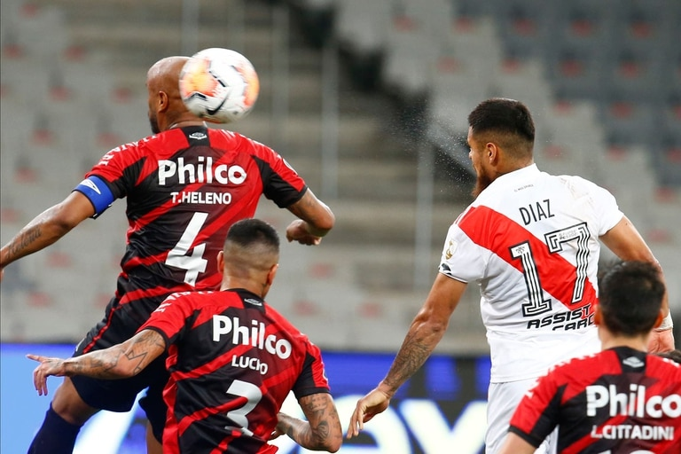 Paulo Díaz le marcó un gol a Paranaense, por los octavos de final de la Libertadores