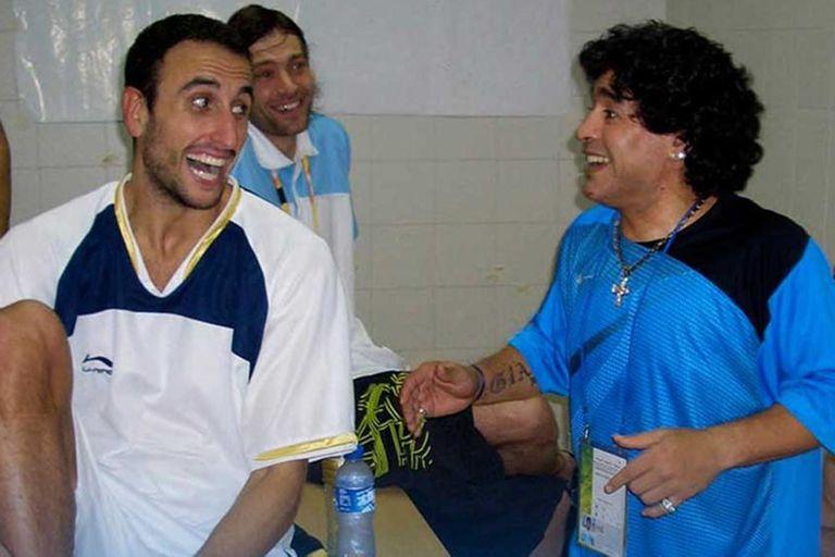 Manu Ginóbili y Maradona en los Juegos Olímpicos de Pekín 2008; Diego fue un apasionado por los deportes y siempre respaldó a los atletas argentinos.