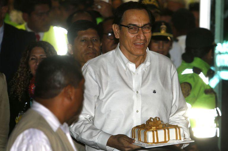 Vizcarra llegó a Perú para asumir como presidente