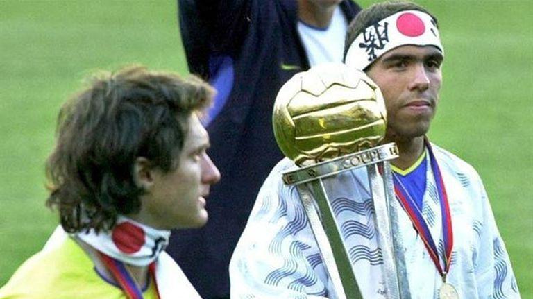Tevez y Guillermo Barros Schelotto, la gloria en la Intercontinental 2003
