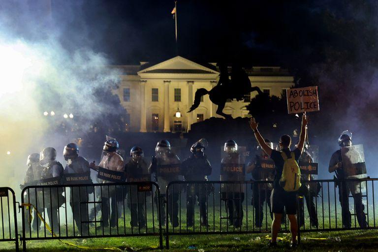 En todo el país, cientos de miles de personas marchan por el asesinato de un afroamericano en manos de la Policía