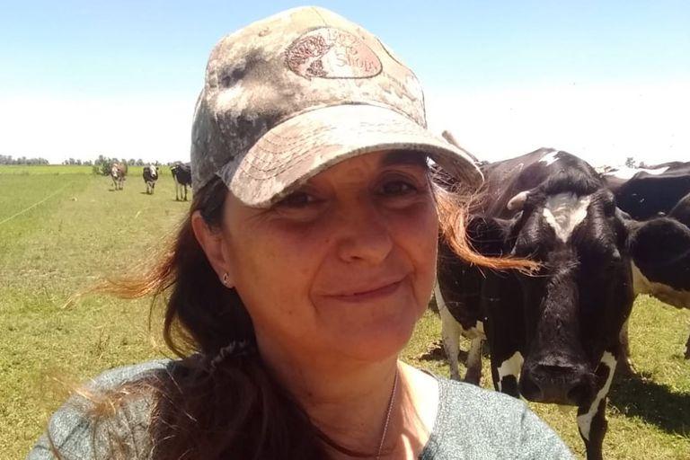En el pequeño tambo de 50 vacas en ordeñe trabajan Alejandra Badino y su marido codo a codo