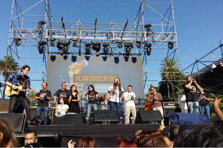 El grupo Todos hacemos música abrió el #CantArgentina en Plaza de Mayo