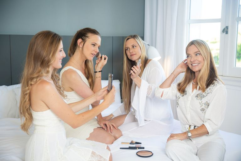 Laura posa para su nuera Paula –la fotógrafa oficial de la familia– y Paulina y Bárbara comparten trucos de maquillaje