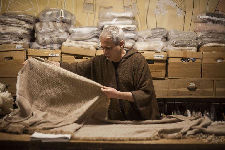 Redescubrir las fibras naturales argentinas, la misión del diseñador Francisco Ayala