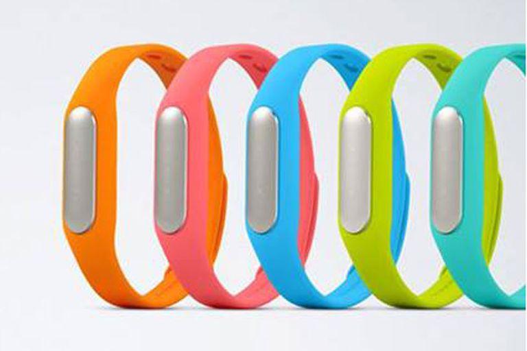 La pulsera MiBand de Xiaomi estará disponible en varios colores y permitirá desbloquear la pantalla de un teléfono móvil