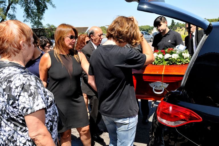 La periodista despidió los restos de su padre