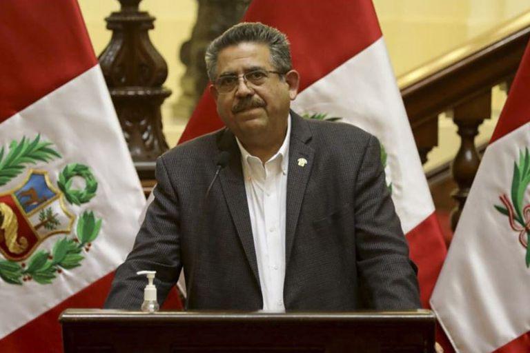 Quién es Manuel Merino, el empresario que asumirá hoy la presidencia de Perú