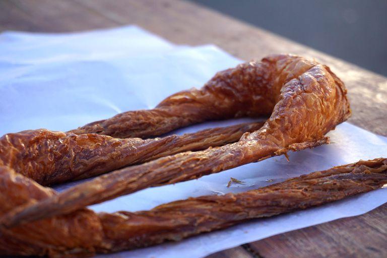 Medialunas de grasa como las de Atelier Fuerza y demás delicias con este ingrediente que parece mala palabra pero que hace que es fundamental para nuestra panadería