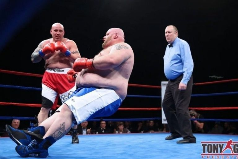 Andrew sufrió un tremendo nocaut en su debut en el boxeo