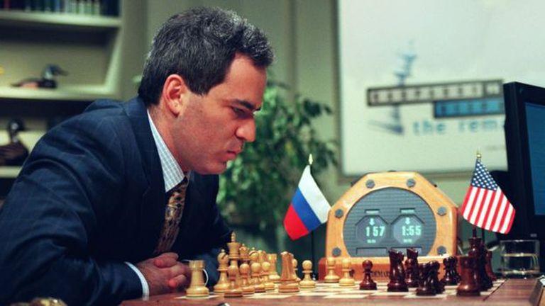 La supercomputadora Deep Blue, desarrollada por IBM, venció al campeón de ajedrez Gary Kasparov en 1997