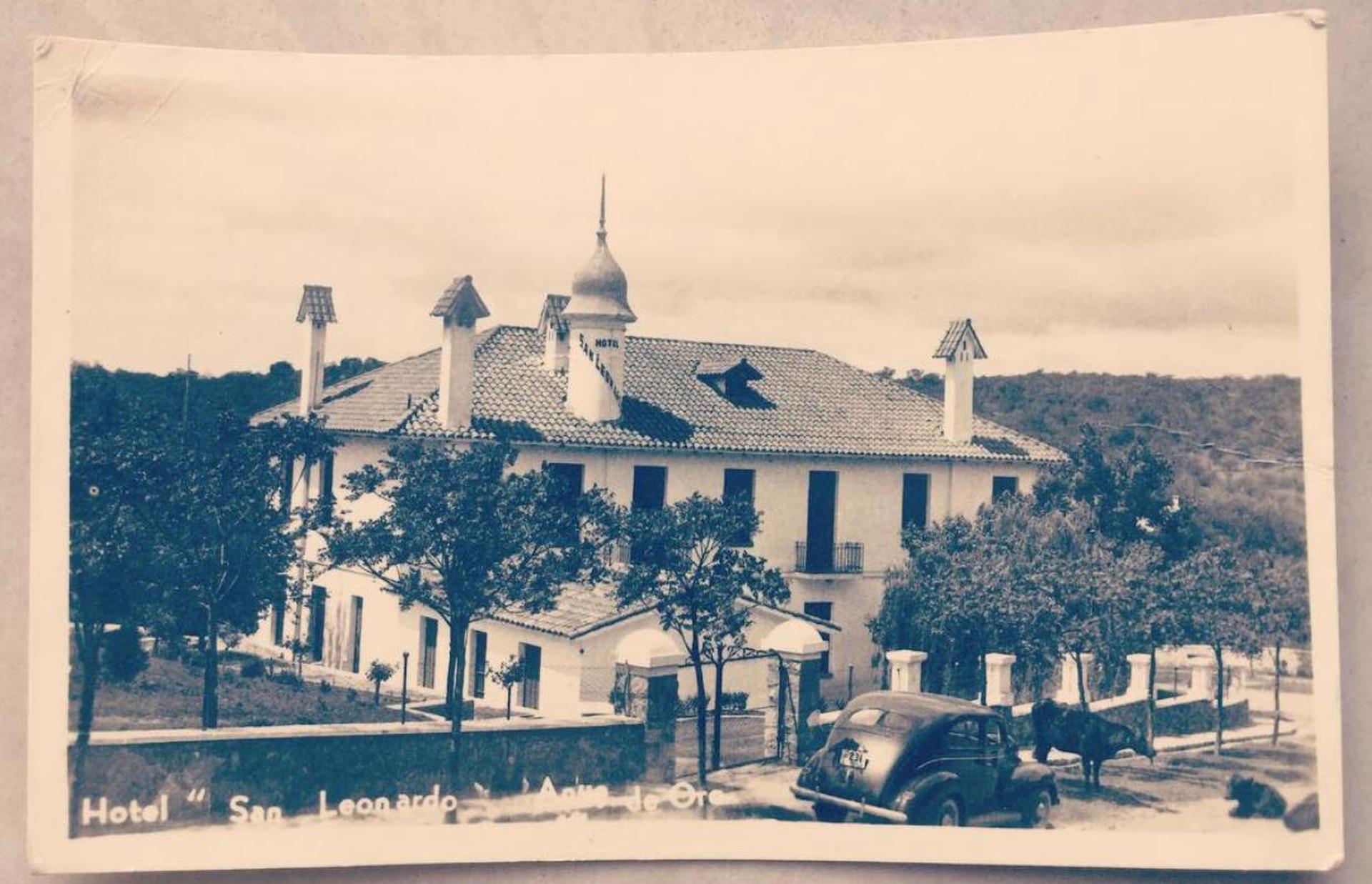 Imagen de época del primer hotel San Leonardo. Estaba a cargo de Palmira Figliosi, y su marido don Ciro.