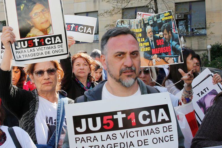 Los familiares de las víctimas de Once repudiaron el fallo que beneficia a Schiavi.