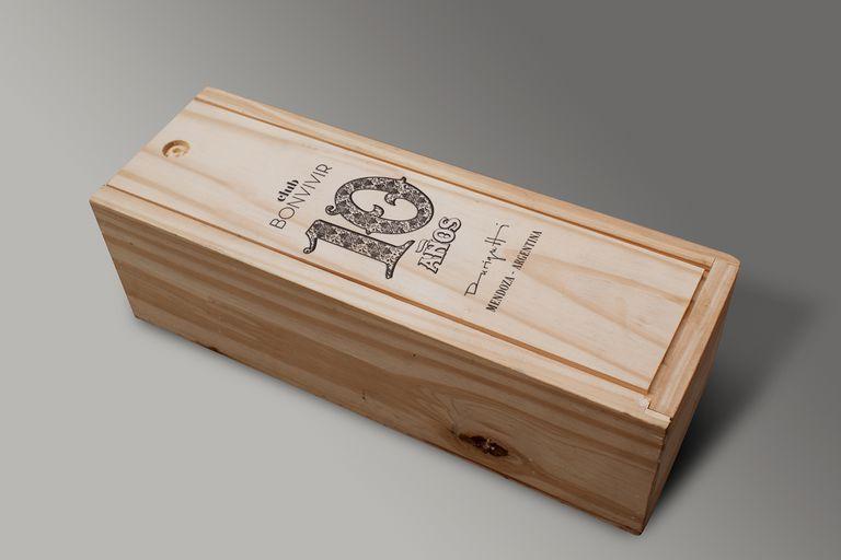 Para la elaboración de este vino, Club BONVIVIR trabajó durante 2019 con seis bodegas en el desarrollo de 10 propuestas que una vez listas, cataron a ciegas para elegir la mejor.
