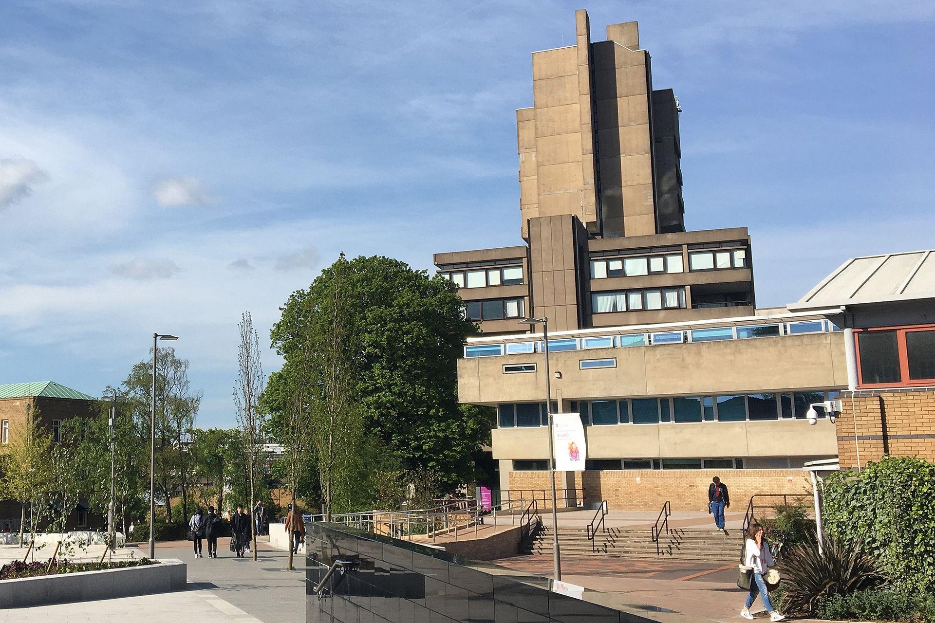 Escuela de Ingeniería de Leicester, de James Stirling