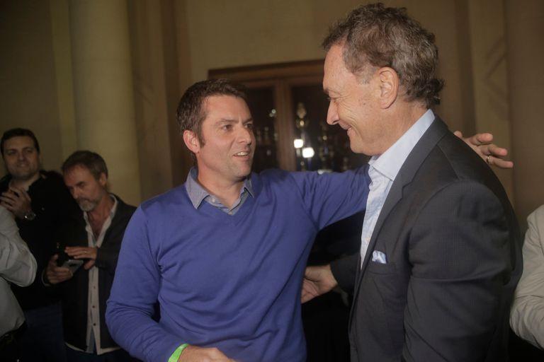 Agustin Calleri y Jose Luis Clerc, después de conocerse el resultado de las elecciones en la AAT